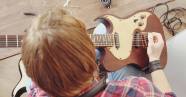 How to set up an electric guitar banner